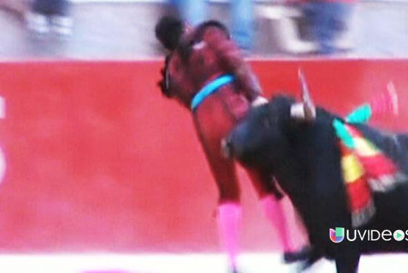 Un toro se ensañó contra un torero en Perú. Estatua egipcia poseída. Con...