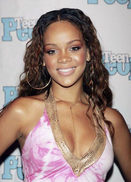 Robyn Rihanna Fenty nació un 20 de Febrero de 1988 en Barbados, una isla...