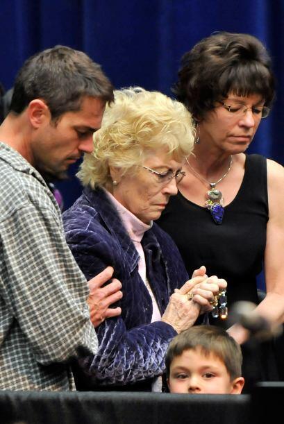 Familiares de las víctimas fueron sentados en un sector del inmenso reci...
