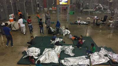 """""""Una jaula tenía 20 niños adentro"""": así es el centro de procesamiento de la Patrulla Fronteriza en Texas (fotos)"""