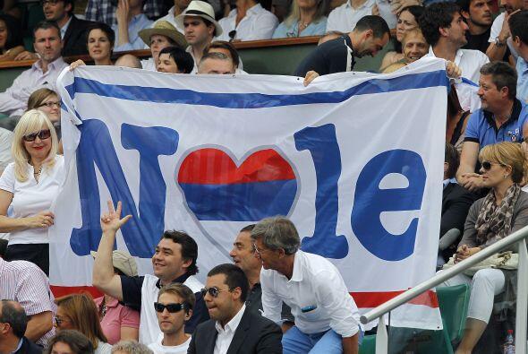 ¡Nole! Muchos aficionados estaban del lado del serbio... ¡querían verlo...