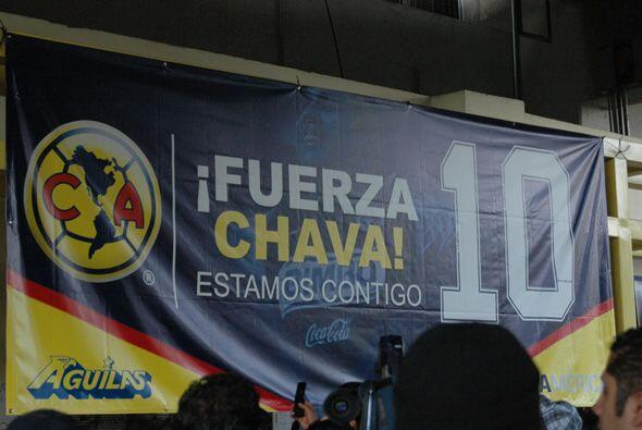 Con pancartas cánticos y porras el público mostró su sentir a 'Chava'.