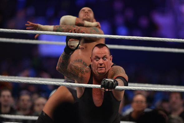 Como había prometido muchas veces CM Punk parecía a punto de liquidar a...