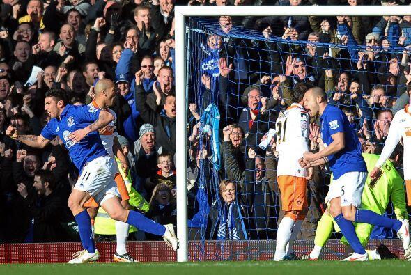 Stracqualursi mantiene su buen nivel y Everton ganó.