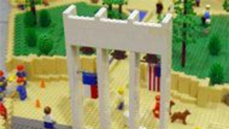 Construyen edificios emblemáticos de Dallas con piezas miniaturas de LEG...
