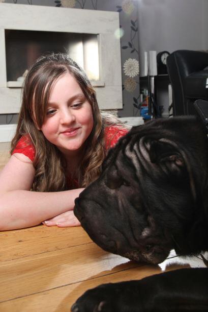 Cuando Rebekah tenía tres años de edad fue perseguida por un perro en la...