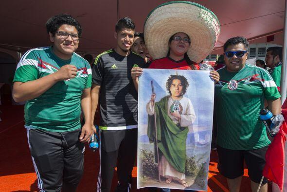 Los files a 'San Ochoa' mostraron su fervor.