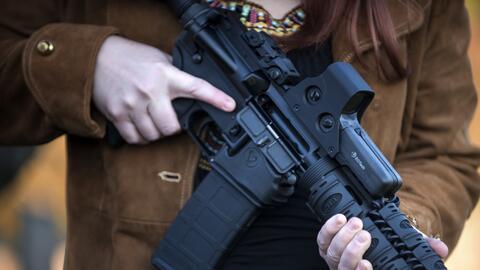 Fusil con mecanismo para recargar rápido sería prohibido en California.
