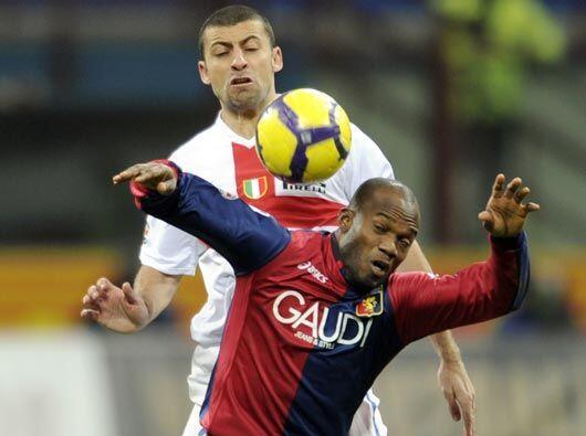 Los propios jugadores del Génova tuvieron oportunidades claras de anotar.
