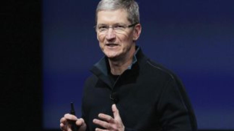 En noviembre, Apple concedió a Cook un aumento en su sueldo anual, que e...