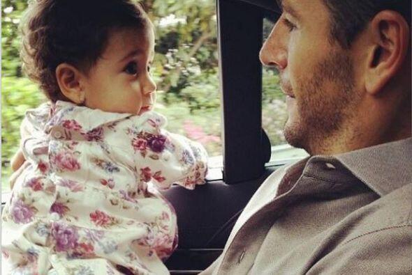 Esa miradita tierna tiene que ser de nuestra bebe celebridad favorita...