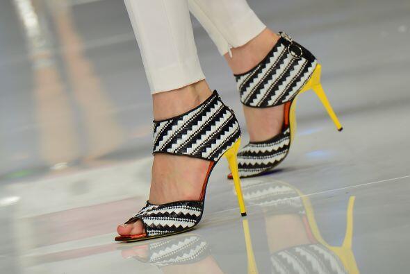 ¡Corre a conseguir este calzado y luce la máxima y más glamurosa tendenc...