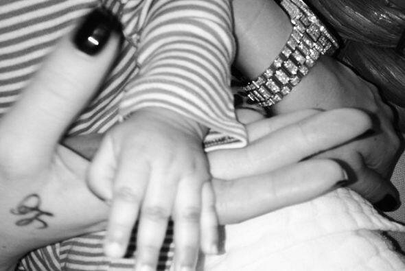 Khloé Kardashian la orgullosa tía, tuvo a bien a compartir esta foto de...