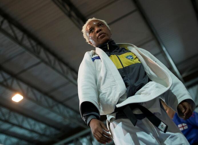 Cuando Mabika viajó a Brasil para el campeonato del mundo en 2013, su en...