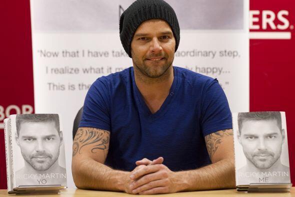 Ricky Martin: Es un cantante, compositor y actor puertorriqueño....