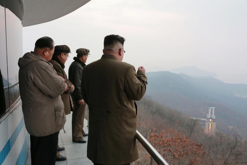 """EEUU asegura que movilizó por """"prudencia"""" un grupo de ataque hacia la pe..."""