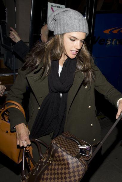 Los 'trench coats' siempre son un 'must' de esta temporada, Alessandra A...