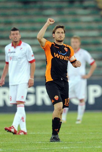 Fue una noche contrastante para el legendario Francesco Totti, quien mar...