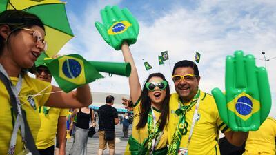 Los hinchas de Brasil no pierden ni la alegría ni la ilusión en Rusia
