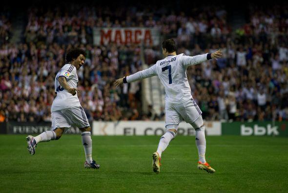 El astro del Real Madrid se despachó por partida doble para lider...