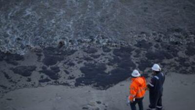 La mancha de petróleo cubre una extensión de 14 kilómetros.