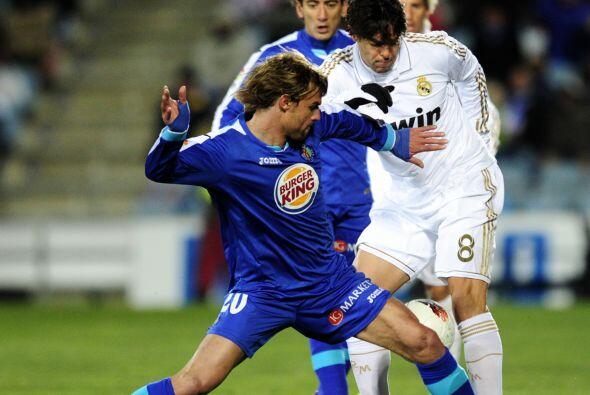 Kaká tambié inició en el equipo blanco.