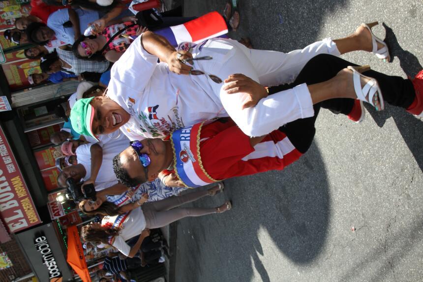 Celebra La X en el Desfile Dominicano en NJ IMG_1827.JPG