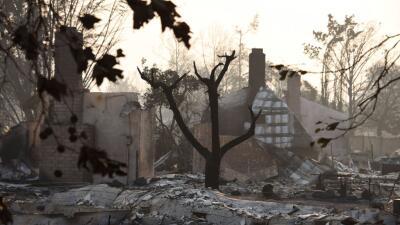 Cientos de familias han perdido todo en los incendios en el norte de Cal...