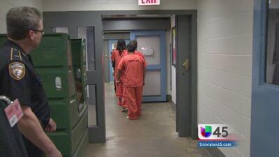 Cancelan visitas a cárceles de Harris