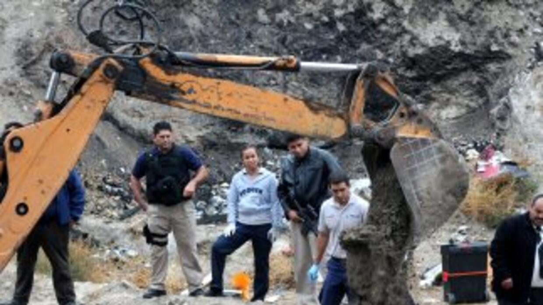 Las fiscalía de Sinaloa informó del hallazgo de ocho narcofosas en la en...