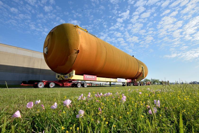 ET-94 cargado en un remolque en Nueva Orleans camino de California.