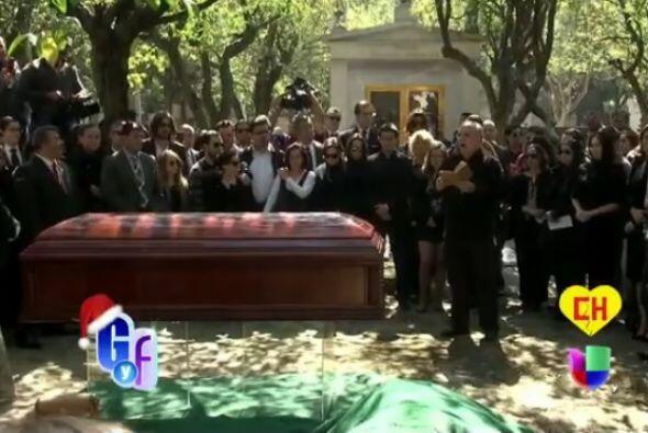 Familiares y amigos cercanos de Roberto Gómez Bolaños se despiden por úl...