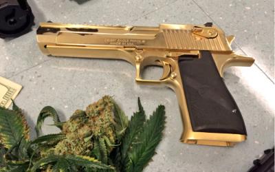 La Policías de Los Ángeles aseguró 27 armas y mil 300 libras de droga.