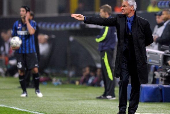 Ranieri, DT del Inter, mandó al equipo al ataque.