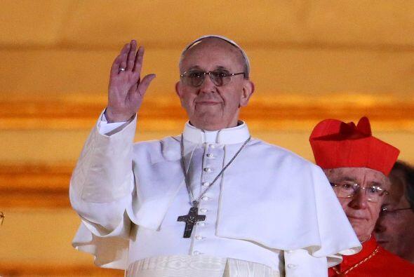 8. El 13 de marzo el cónclave papal eligió al argentino Jorge Mario Berg...