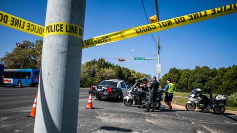 La cinta policial demarca la zona donde estalló un paquete bomba...