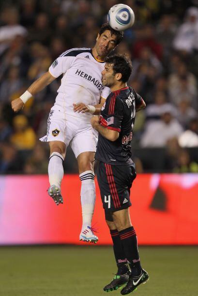 Juan Pablo Angel y el mexicano Rafael Márquez tuvieron un duelo de poder...