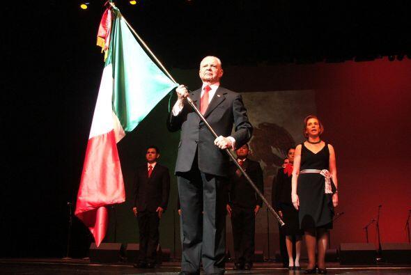 Se cantó con mucho patriotismo el himno nacional y se narró la historia...