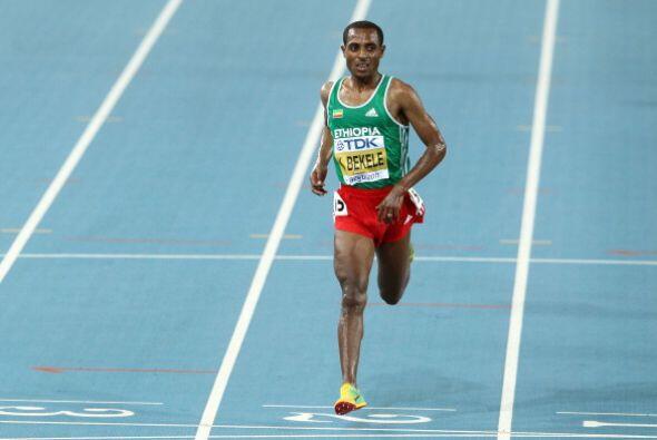 El etíope Kenenisa Bekele, oro olímpico en Atenas 2004 y Beijing 2008, t...