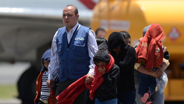 Un grupo de indocumentados hondureños arriban a Tegucigalpa tras ser exp...