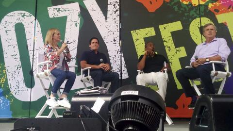 De izquierda a derecha: la comediante Samantha Bee, el empresario Mark C...