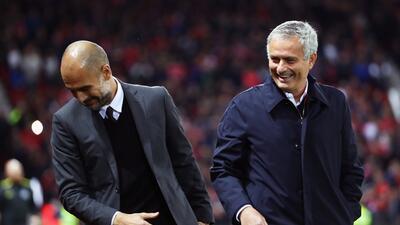 Guardiola y Mourinho dejaron atrás su enemistad en clásico de Manchester