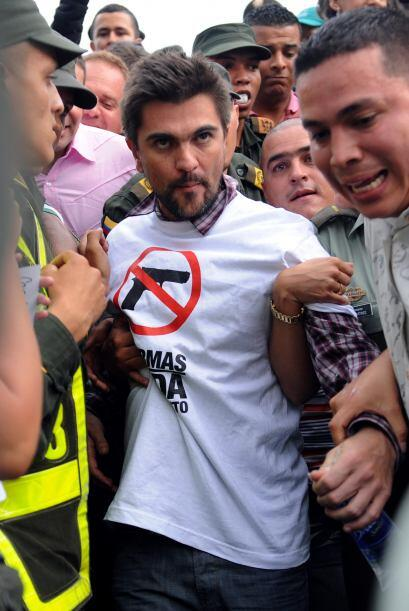Además subió al escenario el Alcalde de Medellín Alonso Salazar Jaramill...