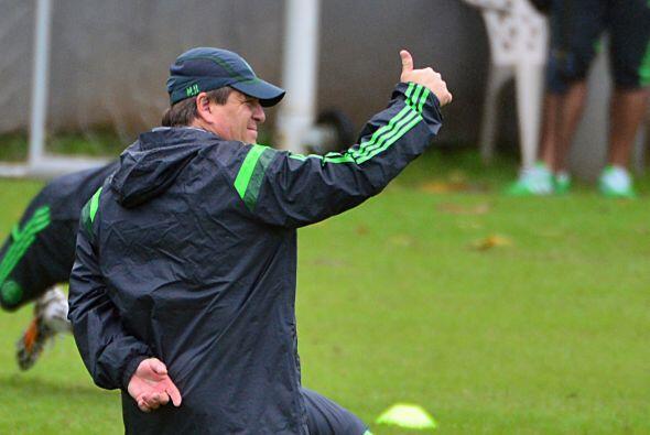 Herrera se observa relajado y muy contento por el trabajo de los element...