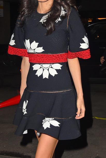 Vistazo más cercano al vestido de Amal.
