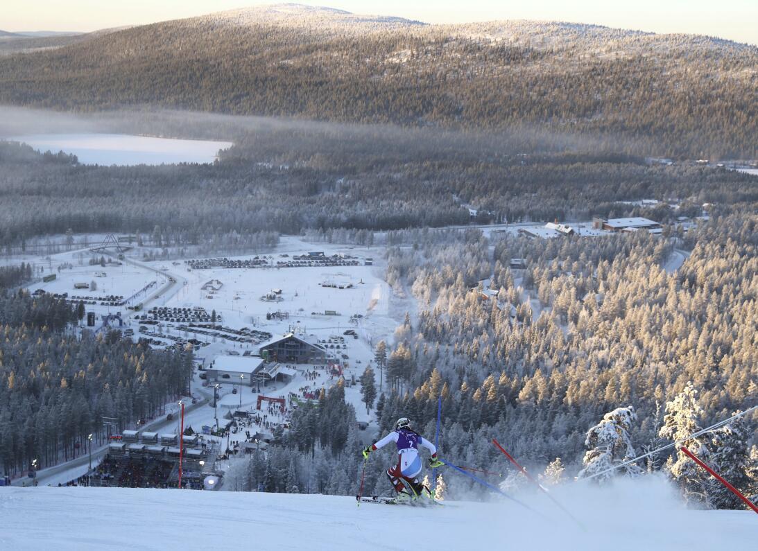 Paisajes y curiosidades en el Mundial de esquí alpino AP_16317381543532.jpg