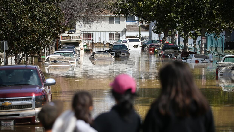 Los desastres naturales pueden dañar la comida, las tiendas y dificultar...