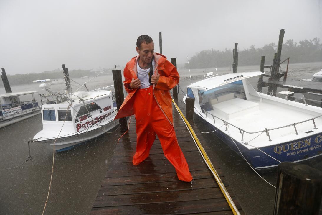 PJ Pike revisa su barco, a la izquierda, y su barco amigos, a la derecha...