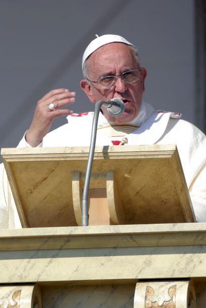Entre los presentes se encontraban muchos jóvenes a los que el obispo de...