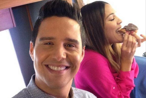 """""""Que rico poder disfrutar de una dona sin que se de cuenta @Alejandrocha..."""
